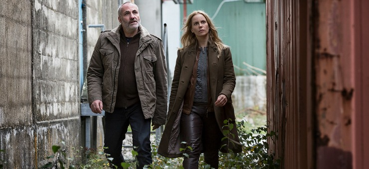 Kim Bodnia as Martin Sofia Helin as Saga i tv-serien Bron.